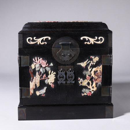 A bird and flower gem-inlaid red sandalwood jewelry box