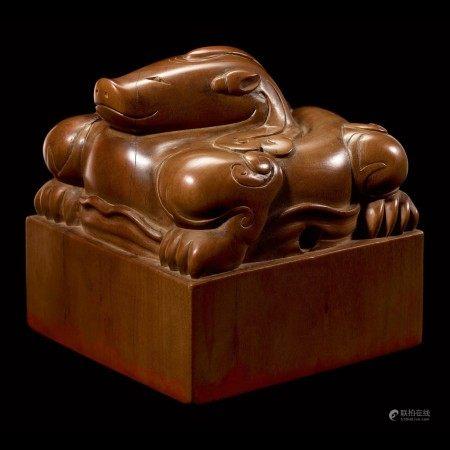 An exceptional imperial tanxiangmu 'Jingtian Qinmin' seal Qing dynasty, Kangxi period | 清康熙 康熙帝御寶檀香木異獸鈕方璽 印文:敬天勤民