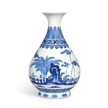 A fine blue and white vase, yuhuchunping Seal mark and period of Qianlong | 清乾隆 青花竹石芭蕉紋玉壺春瓶 《大清乾隆年製》款