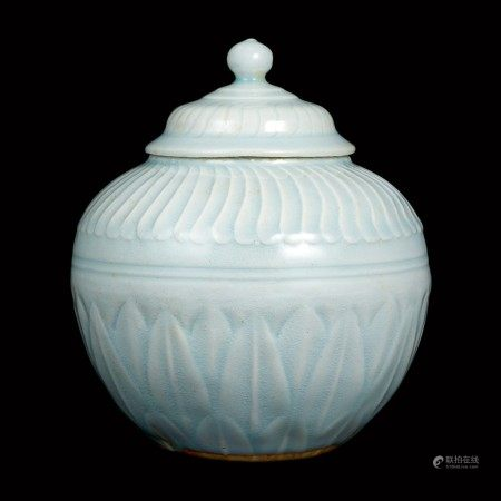 A Hutian qingbai carved 'lotus' jar and cover Song dynasty | 宋 湖田窰青白釉蓮瓣蓋罐