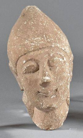 Tête masculine coiffée d'un bonnet pointu provenant d'une statuette votive. Calcaire beige.Chyp