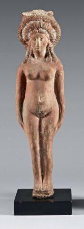 Grande statuette représentant la déesse Isis-Aphrodite coiffée d'une importante couronne. Argil