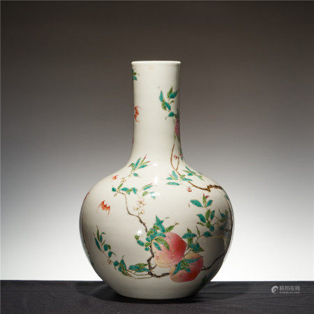 Pastel enamel vase with eight peach spheres in Yongzheng year of the Qing Dynasty