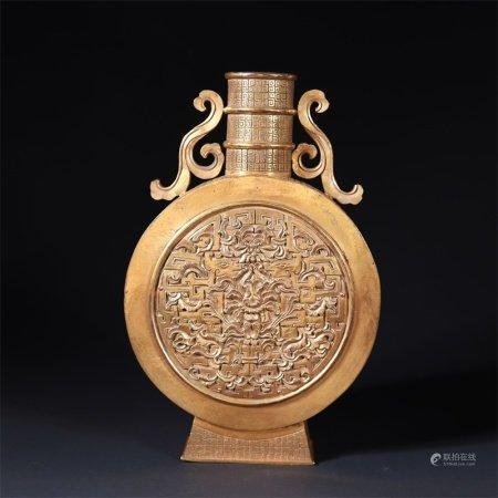 清 铜鎏金花卉纹抱月瓶