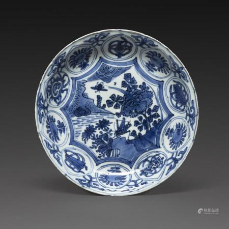 PETIT PLAT DE TYPE KRAAK  en porcelaine bleu-blanc