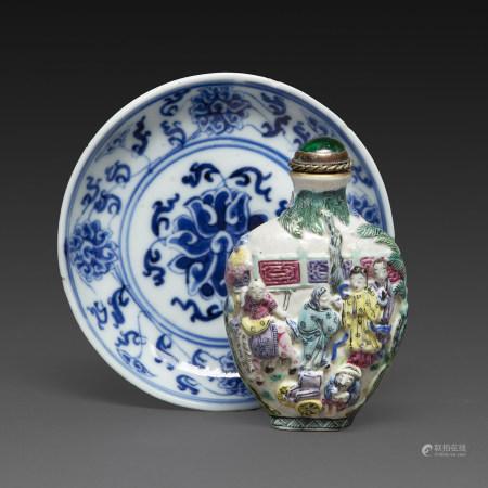 SUITE DE DEUX OBJETScomprenant une coupelle en porcelaine bleu-blanc