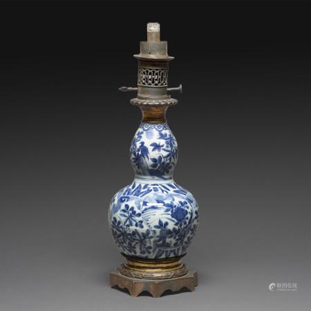 VASE DE FORME DOUBLE GOURDE en porcelaine bleu-blanc