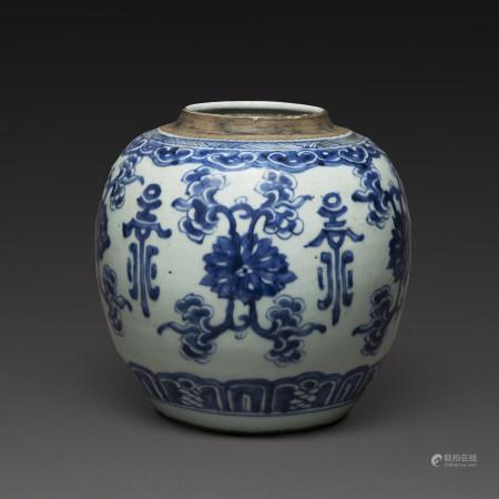 POT À GINGEMBREen porcelaine et émaux bleu de cobalt sous couverte à décor de lotus et pierres sonores.(Sans couvercle).Chine