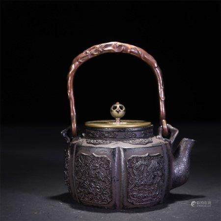 19世纪 花卉凤纹铁壶