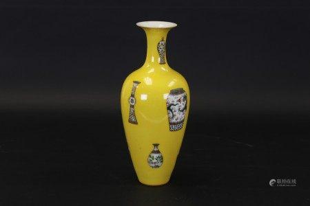 黃釉地粉彩花卉紋賞瓶