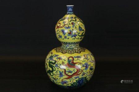 黃地鬥彩龍紋葫蘆瓶