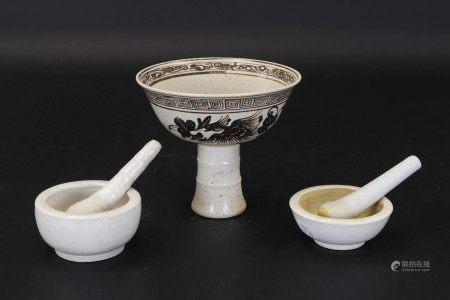 白釉砵兩件、吉州窯鳳紋高足杯三件