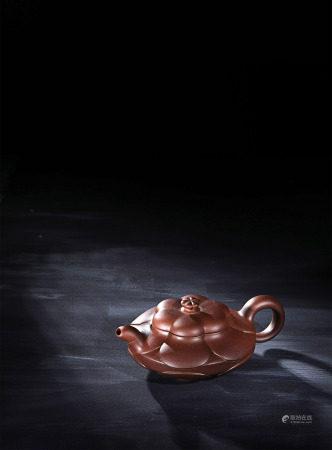 現代 范洪泉 紫砂菱花漢君壺