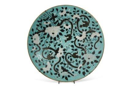 A Chinese porcelain circular dragons charger, Guangxu Emperor (1871 - 1908),