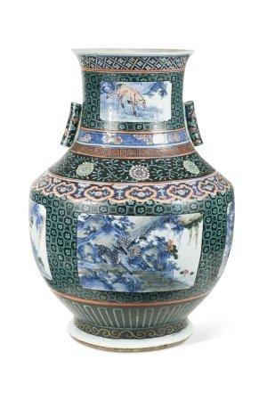 A Chinese porcelain large underglaze blue Hu arrow vase, Qing Dynasty, 19th century,