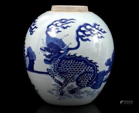 Asian porcelain ginger jar with blue decoration of foo dogs 25.5 cm high, 24 cm diameter (crack in t