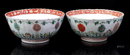 2 Chinese Famille vert porcelain bowls, 18th century, 9 cm high, approx. 20 cm in diameter (hairline