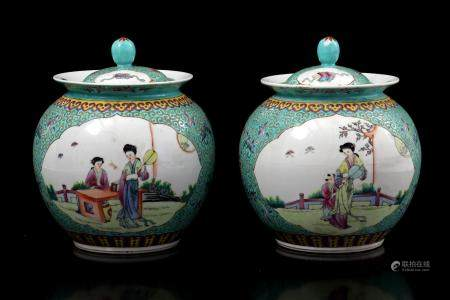 2 green glazed ginger jars with Chinese decoration, 20th century, 20 cm high (chip and hairlines)