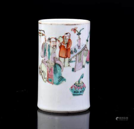 Chinese porcelain brush pot with polychrome depiction of figures, 20th century 11.5 cm high, 7 cm