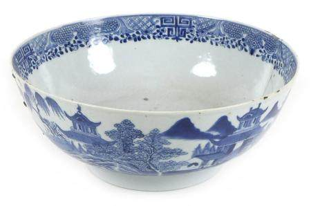 A Chinese porcelain blue and white bowl, Qing Dynasty, 18th century, the body painted with houses in