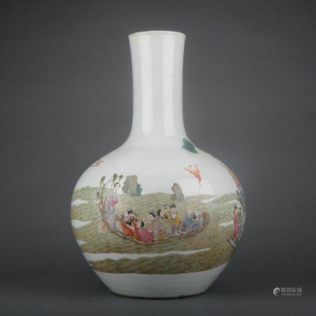 A Wu cai 'figure' globular vase