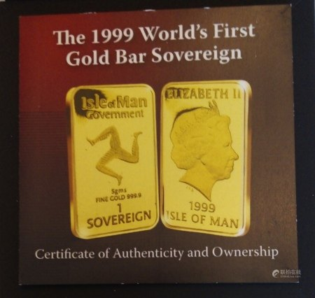 A 24CT GOLD 'WORLD?S FIRST GOLD BAR SOVEREIGN' PROOF COIN, DATED 1999, ISLE OF MAN DESIGN  In a protective box. (approx total weight 5g)  Condition: good overall, outer cardboard cover with slight wear