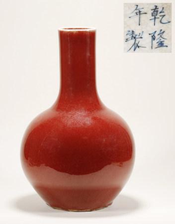 清 红釉赏瓶