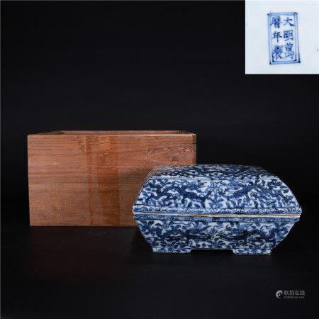 清 青花缠枝龙纹盖盒