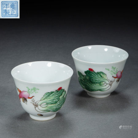 A PAIR OF CHINESE QING DYNASTY PORCELAIN FAMILLE ROSE TEACUPS