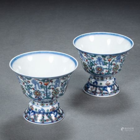 A PAIR OF CHINESE QING DYNASTY PORCELAIN MULTICOLORED GOBLET CUPS