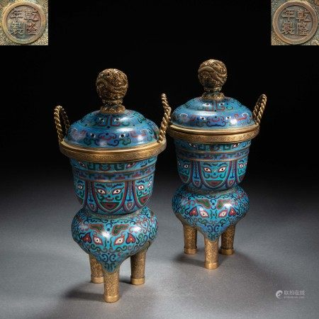 A PAIR OF GILT-GOLD CLOISONNÉ ENAMEL INCENSE BURNERS FROM QING DYNASTY, CHINA