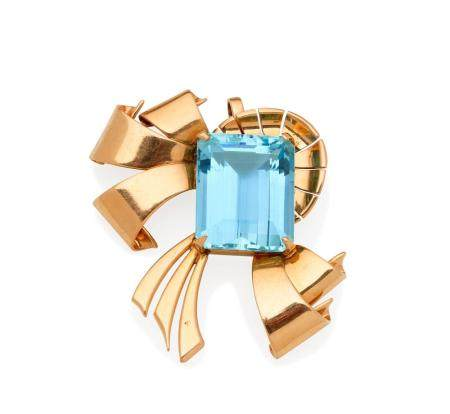 AN AQUAMARINE AND GOLD PENDANT,
