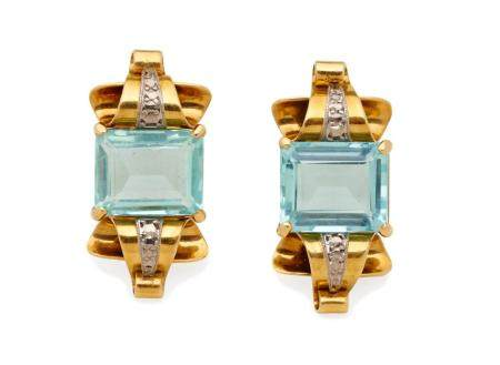 A PAIR OF AQUAMARINE AND GOLD EARRINGS,