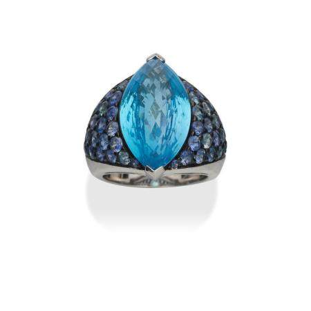 A BLUE TOPAZ RING