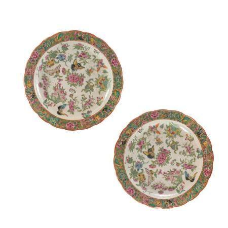Coppia di piatti in porcellana