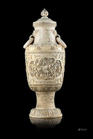 中國 十九世紀末 象牙雕龍紋雙耳瓶