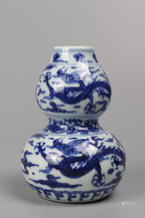"""Chinese Blue And White """"Dragon"""" Porcelain Gourd Bottle"""