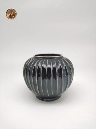 Chinese Ding Wave Porcelain Jar