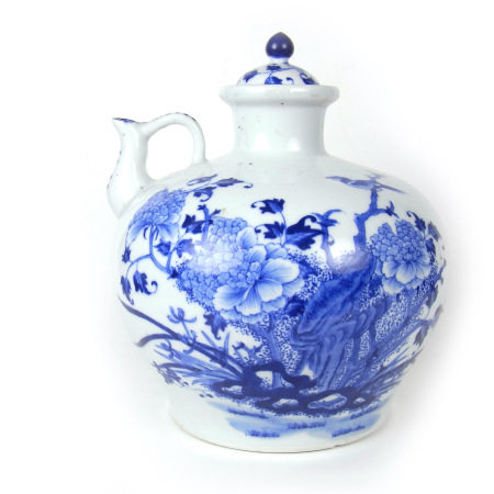 A Chinese blue and white porcelain decanter and cover, late Qing dynasty