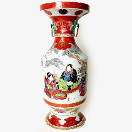 A Japanese Arita ware vase, Meiji period (1868 - 1912)