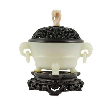 WHITE JADE LIDDED CENSER ON STAND