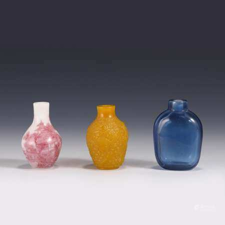 SET OF THREE PEKING GLASS SNUFF BOTTLES
