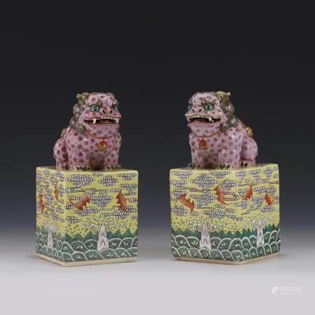 A PAIR OF FAMILLE ROSE LION PORCELAIN SEALS