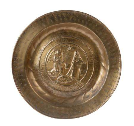 A 16TH-CENTURY NUREMBERG ALMS DISH IN COPPER WITH AN EMBOSSED DECOR OF THE ANNUNCIATION.