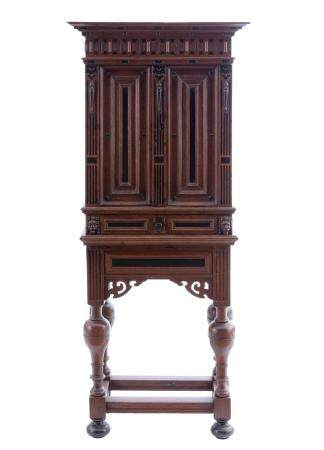 A FINE RENAISSANCE CABINET IN OAK AND EBONY WOOD FROM THE LOW COUNTRIES, CA. 1670. WITH TWO DOORS A