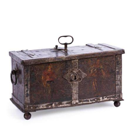 A SOUTH TYROL MONEY BOX FROM THE SECOND HALF THE 16TH CENTURY. WROUGHT IRON. TRACES OF OLD POLYCHRO