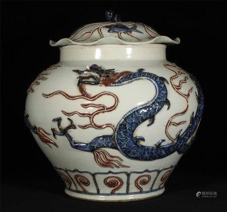 A CHINESE PORCELAIN JAR; DRAGON DESIGN