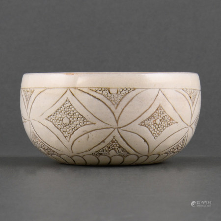 A'DENGFENG'WHITE-GLAZED CARVED'COIN'BOWL