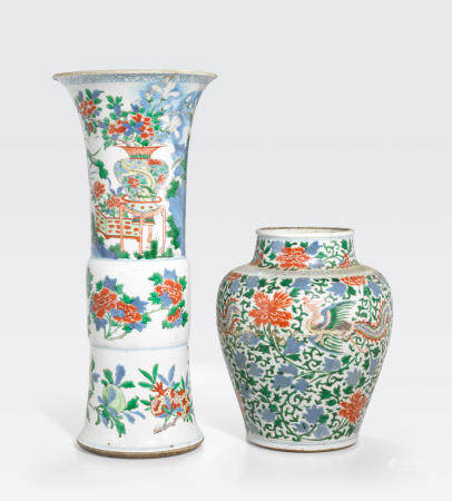 Two wucai-decorated porcelains  17th century (2)