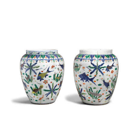 A pair of enameled porcelain jars decorated with fish  Jiajing marks, late Qing/Republic period (2)